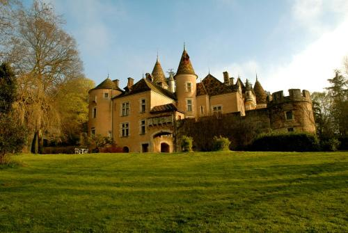 Chateau de Burnand : Bed and Breakfast near Culles-les-Roches