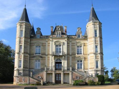 Chateau De La Moriniere : Bed and Breakfast near Saint-André-de-la-Marche