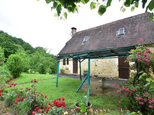 Maison De Vacances - Salignac-Eyvigues : Guest accommodation near Borrèze