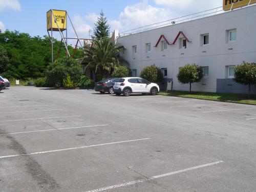 hotelF1 Bayonne : Hotel near Lahonce