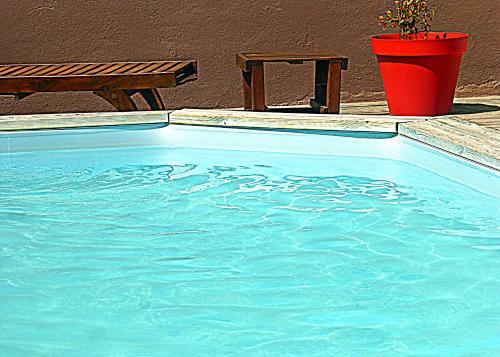 Les Gîtes de Cayenne - Gîte Olivia : Guest accommodation near Montaren-et-Saint-Médiers