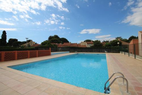 COR595 - Pavillon Mezzanine avec piscine : Guest accommodation near Villelongue-de-la-Salanque
