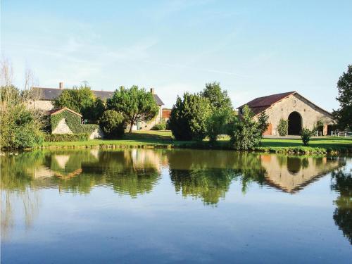 Holiday home St Aubin du Plain GH-1372 : Guest accommodation near Mauzé-Thouarsais