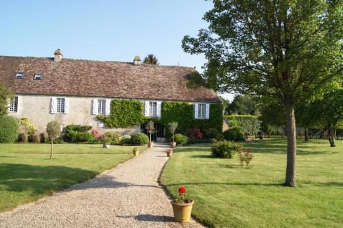 Manoir de la Pataudière B&B : Bed and Breakfast near Giel-Courteilles