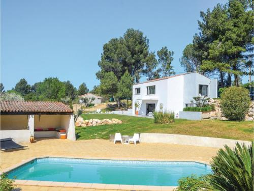 Three-Bedroom Holiday Home in Allauch : Guest accommodation near La Penne-sur-Huveaune
