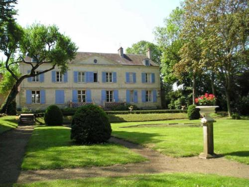Château de Pintray : Bed and Breakfast near Saint-Martin-le-Beau