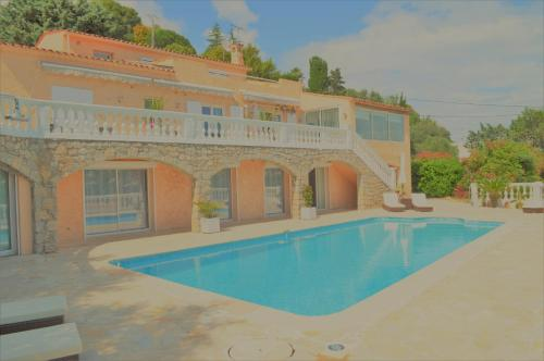 Villa La Terre Des Lauriers : Bed and Breakfast near Vallauris