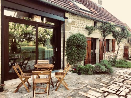 Domaine des Corneilles : Guest accommodation near Saint-Silvain-Bas-le-Roc