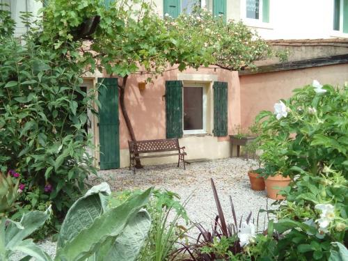 Le Gitenville : Guest accommodation near Labastide-Esparbairenque