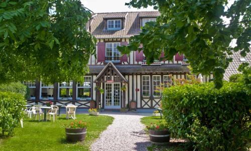 Logis Auberge des Aulnettes : Hotel near Auberville