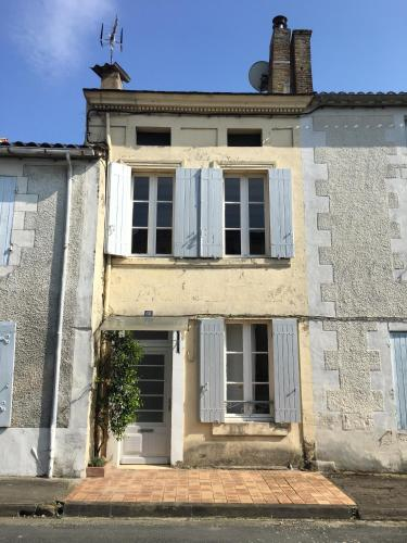 Medieval Town House : Guest accommodation near Landerrouet-sur-Ségur