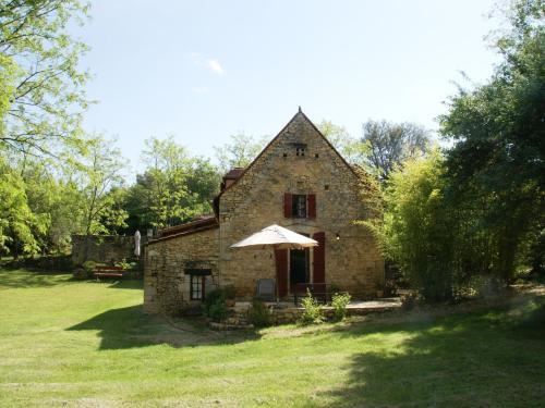 La Source : Guest accommodation near Milhac