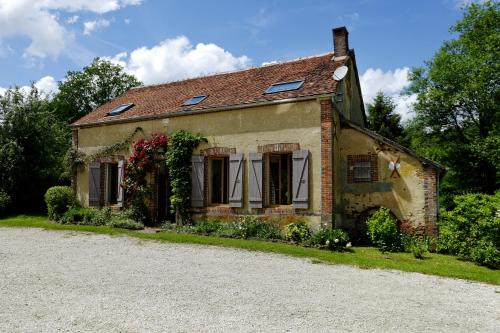 Les Roudons : Guest accommodation near Sainpuits