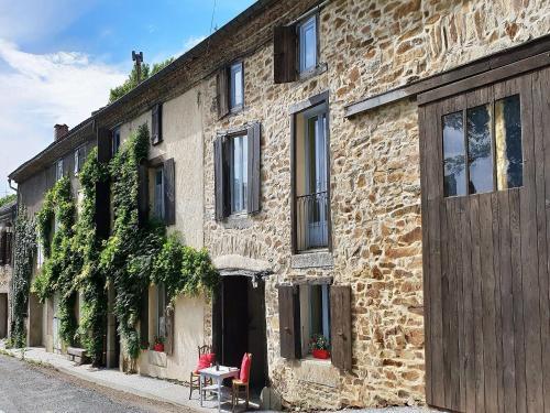 La petite maison du Montagne Noir : Guest accommodation near Laprade