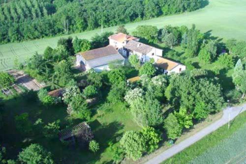 Gîte Encatello : Guest accommodation near Saint-Blancard