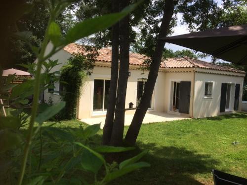 Les Mésanges : Guest accommodation near Valbonne