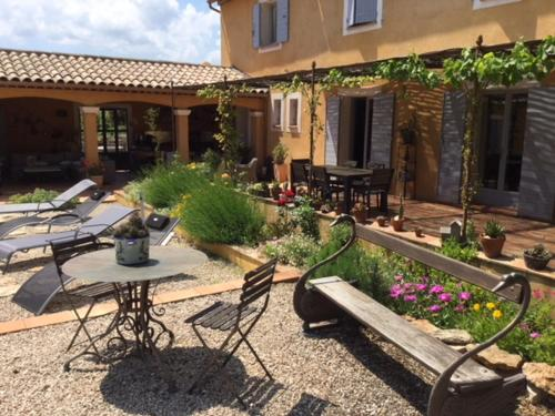 Le Massounet : Bed and Breakfast near Pignans