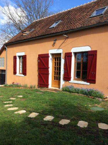 Holiday home Le moulin bleneau : Guest accommodation near Sainte-Colombe-sur-Loing