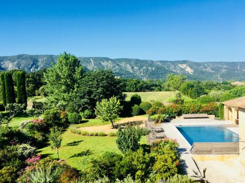 Bed & Breakfast Nulle Part Ailleurs : Bed and Breakfast near Ménerbes