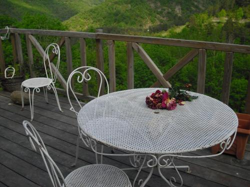 Chambres D'Hôtes Les Terrasses de Cailla : Bed and Breakfast near Galinagues