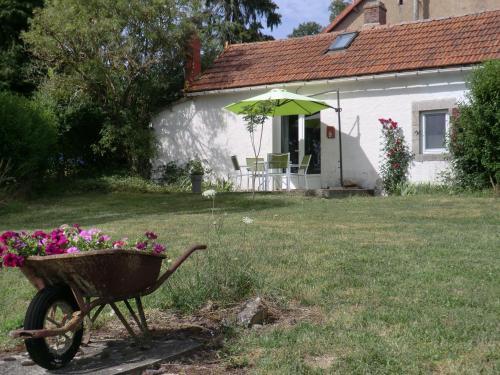 Sans Parure : Gîtes : Guest accommodation near Buxières-sous-Montaigut