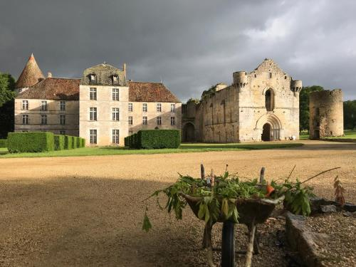 Abbaye de la Réau : Bed and Breakfast near Saint-Romain