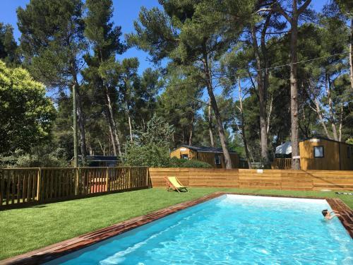 Camping du Garlaban : Guest accommodation near Gémenos