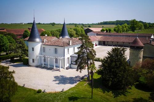 Gîte Château de Seguin : Guest accommodation near Saint-Caprais-de-Bordeaux