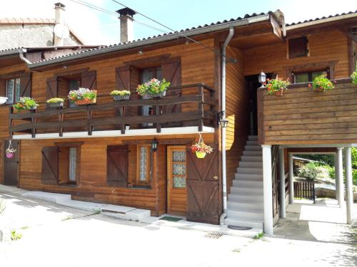 Au chalet d'Anna : Guest accommodation near Tenay