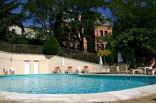 Relais Saint Roch Rest. La Petite Maison : Hotel near Javols