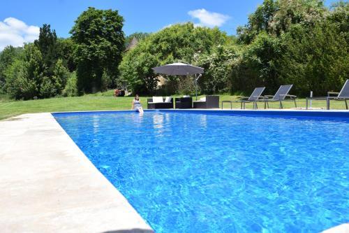 Gites de Ponsillou : Guest accommodation near Rampoux