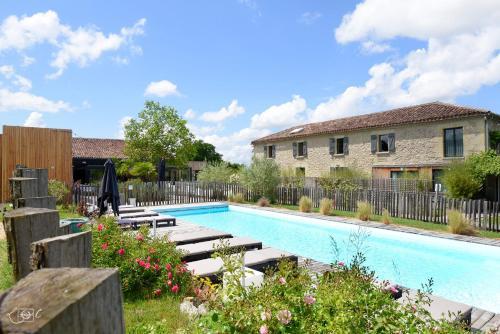 Logis Hotel Le Domaine de Baulieu : Hotel near Pessan