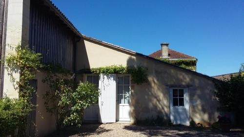 La maison de Pradier : Guest accommodation near Saint-Genès-de-Blaye