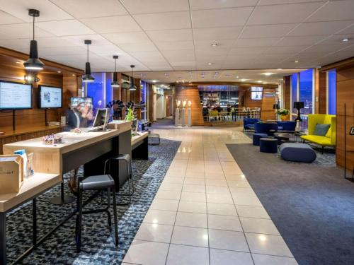 Novotel Chartres : Hotel near Hanches