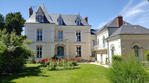 La Roseraie : Bed and Breakfast near Yversay