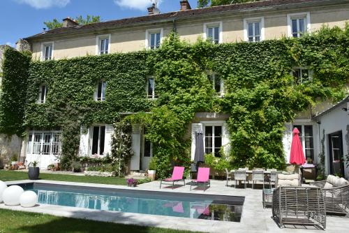 Demeure Les Aiglons : Bed and Breakfast near Villemer