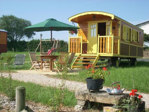 Les Roulottes de la Ferme des Chanaux : Guest accommodation near Chomelix