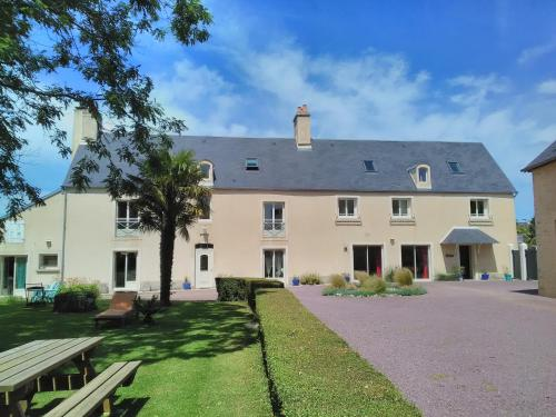 La Maison Periot : Bed and Breakfast near Bernesq