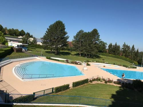 Camping les Acacias : Guest accommodation near Romagny