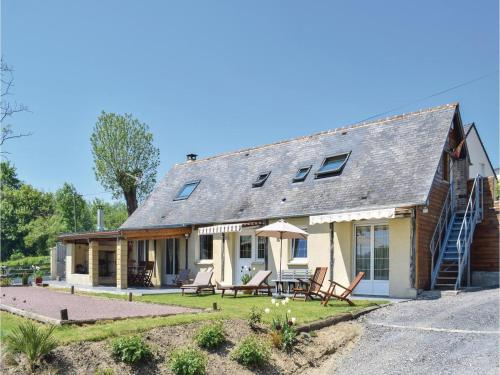 Holiday home Bavent with a Fireplace 410 : Guest accommodation near Corbon