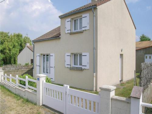 Holiday home Rue Des Accacias : Guest accommodation near Saint-Michel-Chef-Chef