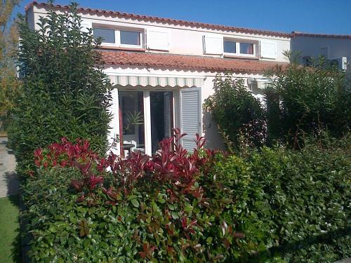 Appart'City Confort Cannes - Mandelieu La Napoule Village Vacances : Guest accommodation near Théoule-sur-Mer