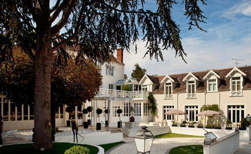 Les Pleiades Hôtel&Spa Restaurant : Hotel near Saint-Sauveur-sur-École