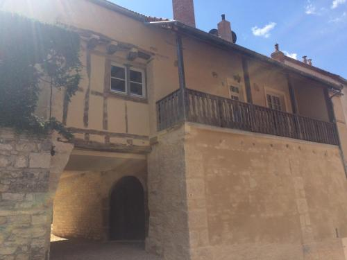 Les Demeures du Tonnelier ''La Maison Pini'' : Guest accommodation near Lacanche