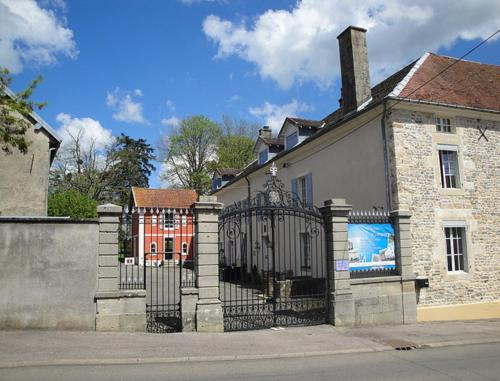 Petit Château Armand Bourgoin : Bed and Breakfast near Cendrecourt