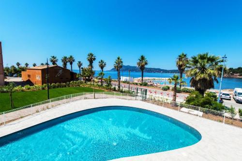 Résidence Néméa Le Cap Azur : Guest accommodation near Saint-Mandrier-sur-Mer