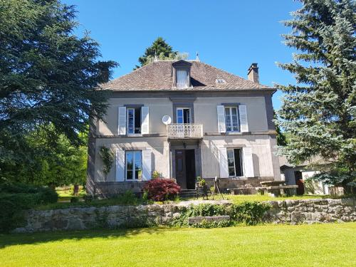 Domaine les Pradets : Bed and Breakfast near Chastreix