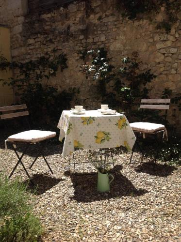 Rue Des Remparts : Guest accommodation near Luant