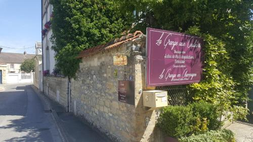 La Grange en Champagne : Bed and Breakfast near Château-Porcien