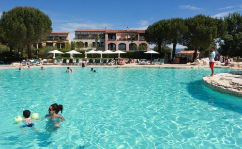 Village Pierre & Vacances - Pont Royal en Provence : Resort near Aurons